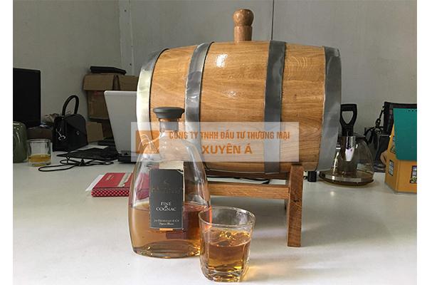 Thùng gỗ sồi ngâm rượu, trang trí quầy bar nhà hàng